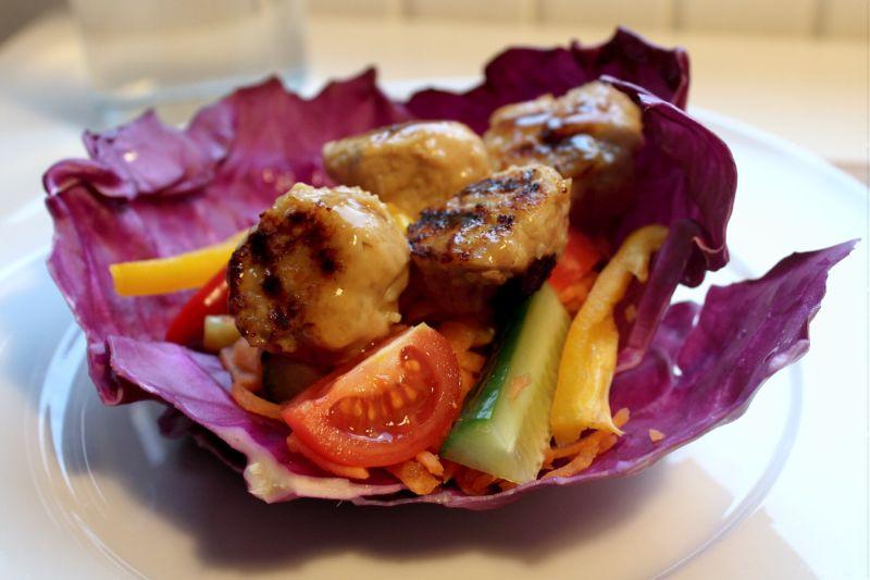 Kålwraps med kyllingekødboller a la Sticks'n'sushi