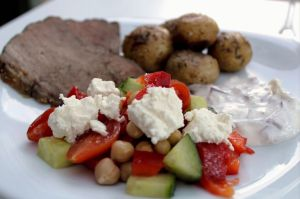 tomatsalat, tomat, agurk, kikaerter, fetaost, opskrift, salat, culottesteg