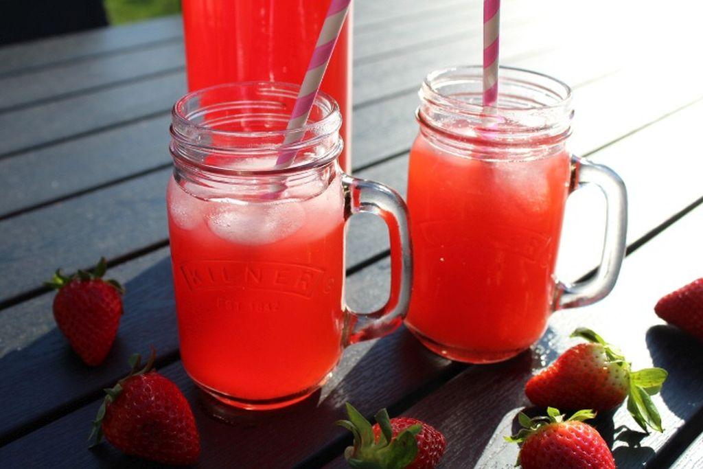 Jordbær rabarber saft