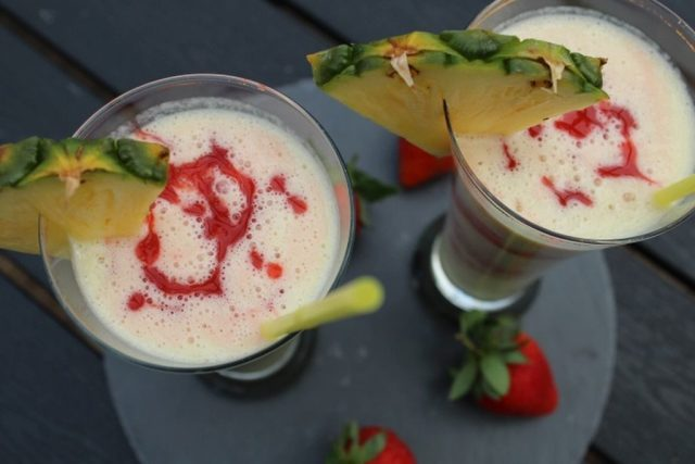 jordbaer-colada-smoothie, smoothie, ananas, jordbaer, kokos, opskrift