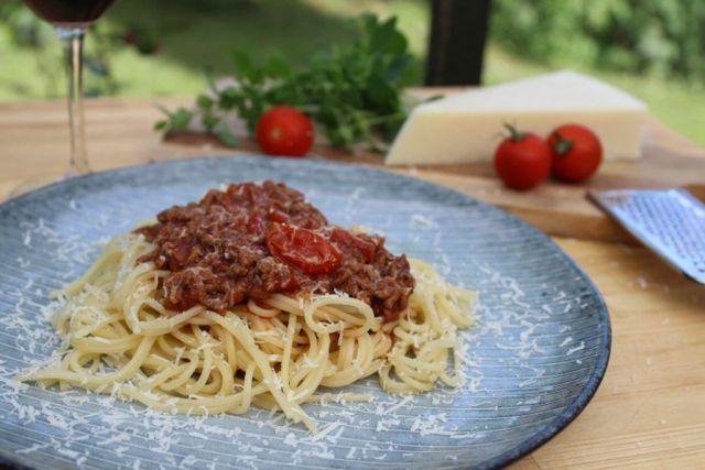 spaghetti-bolognese, opskrift, spaghetti, tomat, italiensk, boernevenlig, parmasanost