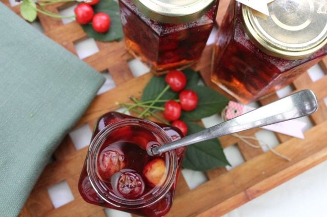 syltede-kirsebær, syltede-kirsebaer, kirsebær, kirsebaer, opskrift, hjemmelavet, sylt