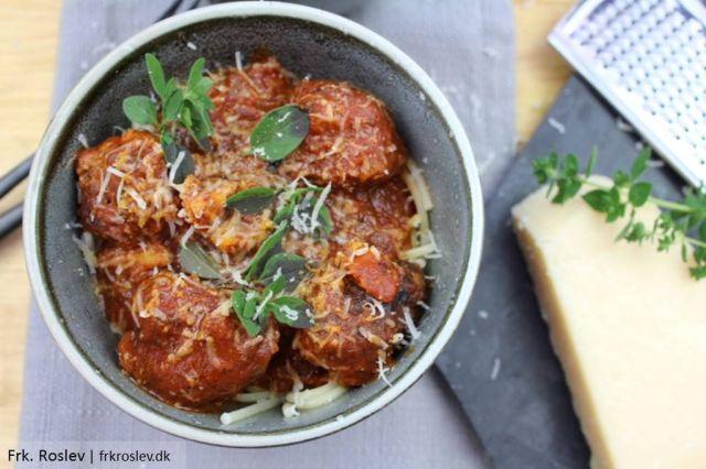 spaghetti-koedboller, italiensk, opskrift, hjemmelavet, oregano, parmasanost