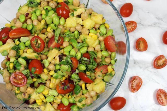 ananassalat, salat, vintersalat, sommersalat, ananas, edamameboenner, majs, kikaerter