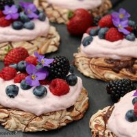 Chokolade pavlova med jordbærskum