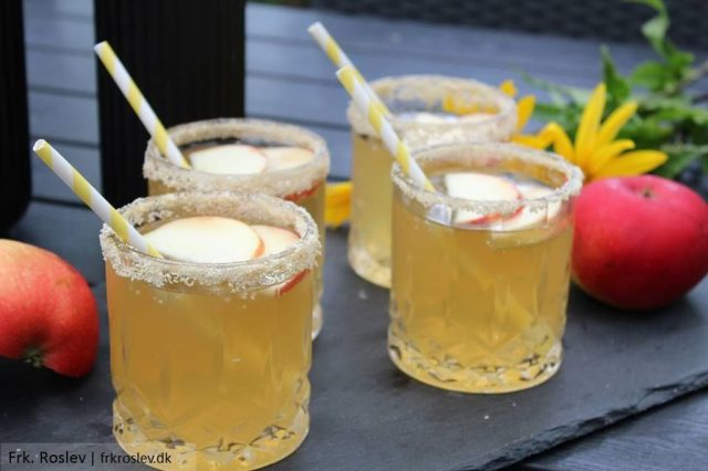apple-pie-cocktail, cocktails, efteraars-cocktail, drinks, cocktail-opskrift, aeble-cocktail