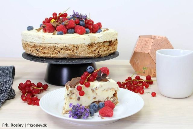 daim-islagkage, dessert, daimis, friske-baer, lavendel, dessert-opskrift