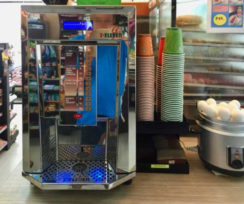 7-Eleven coffee machine in the Philippines. フィリピンのセブンイレブンのコーヒーマシーン