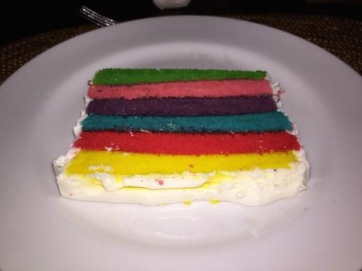 おめでたい色のケーキ