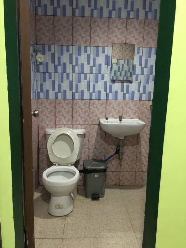 AOSMEC Square Hotelの洗面所