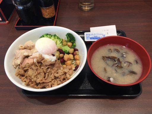 吉野家のライザップ牛サラダ