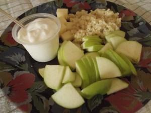 завтрак здоровья , счастья и долголетия - егурт ,яблоко ,немного сыра .и любой каши пару ложек ... )
