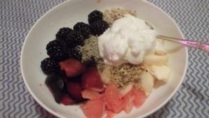 завтрак - фрукты , орехи егурт , плюс семя льна , тыквы , ...)