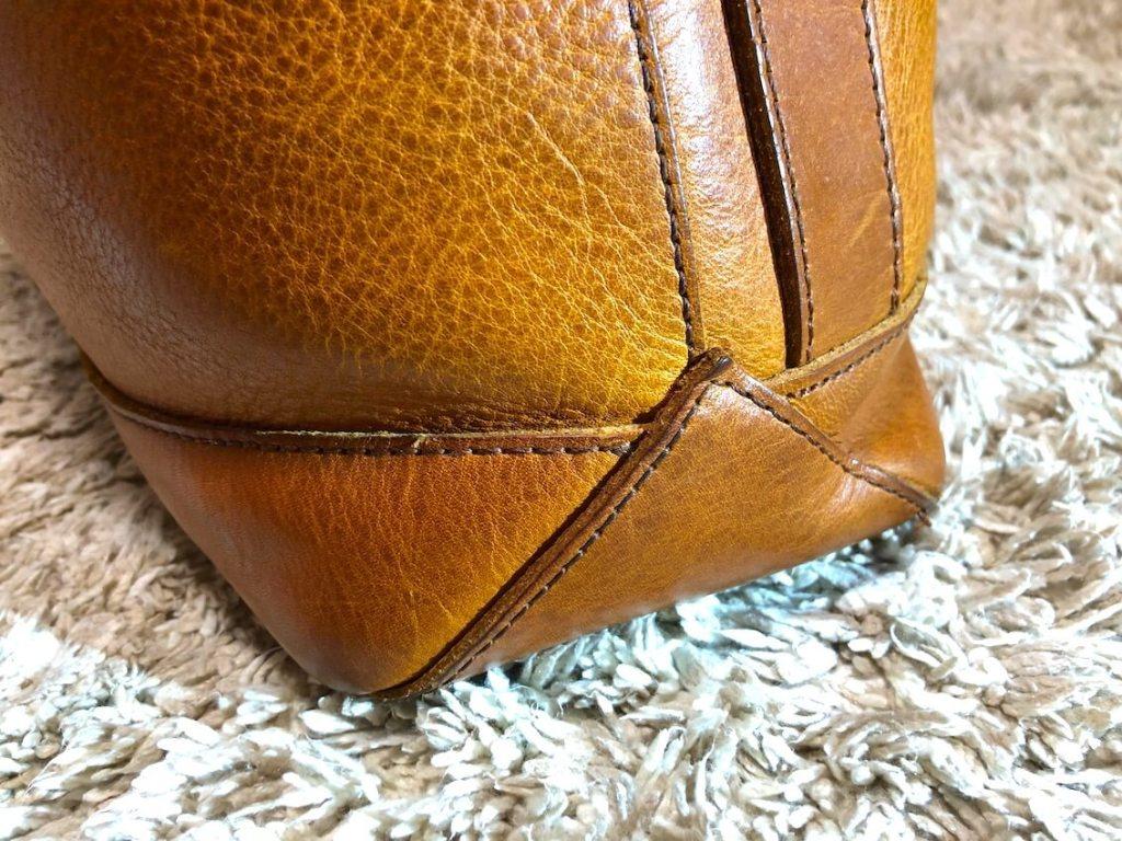 スロウのトートバッグの底の横部分