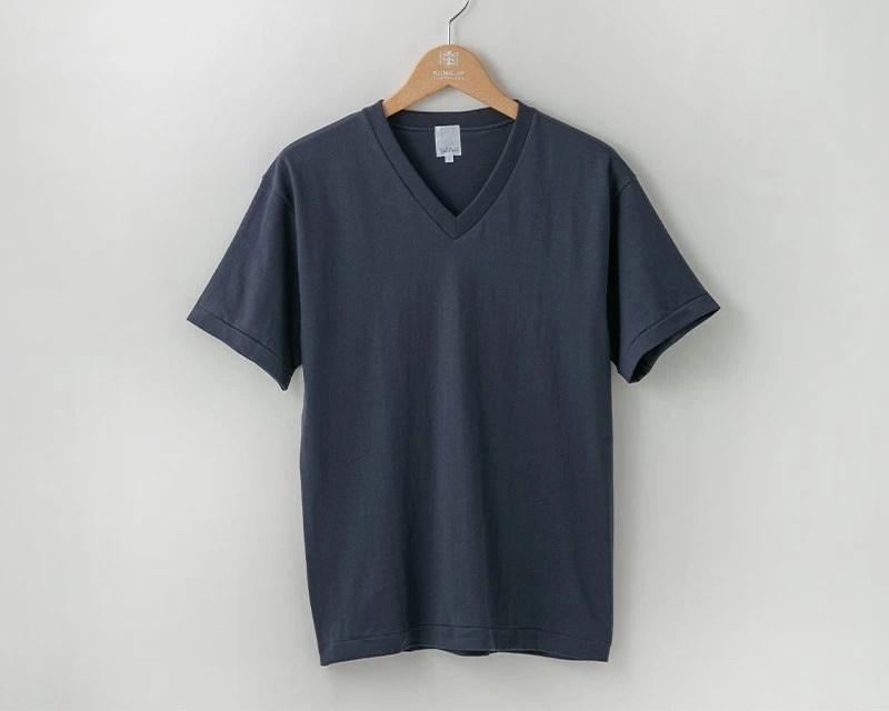 久米繊維のVネックシャツ
