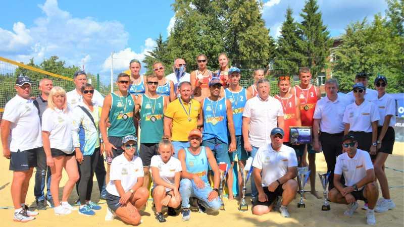 Игорь Молоток наградил обладателей Кубка Украины по пляжному волейболу