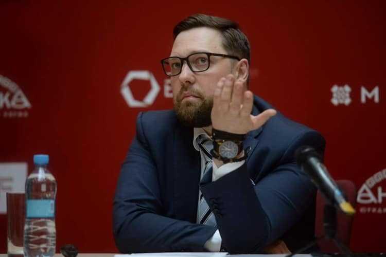 Олексій Шевчук зриває підрахунок голосів в Оболонському районі
