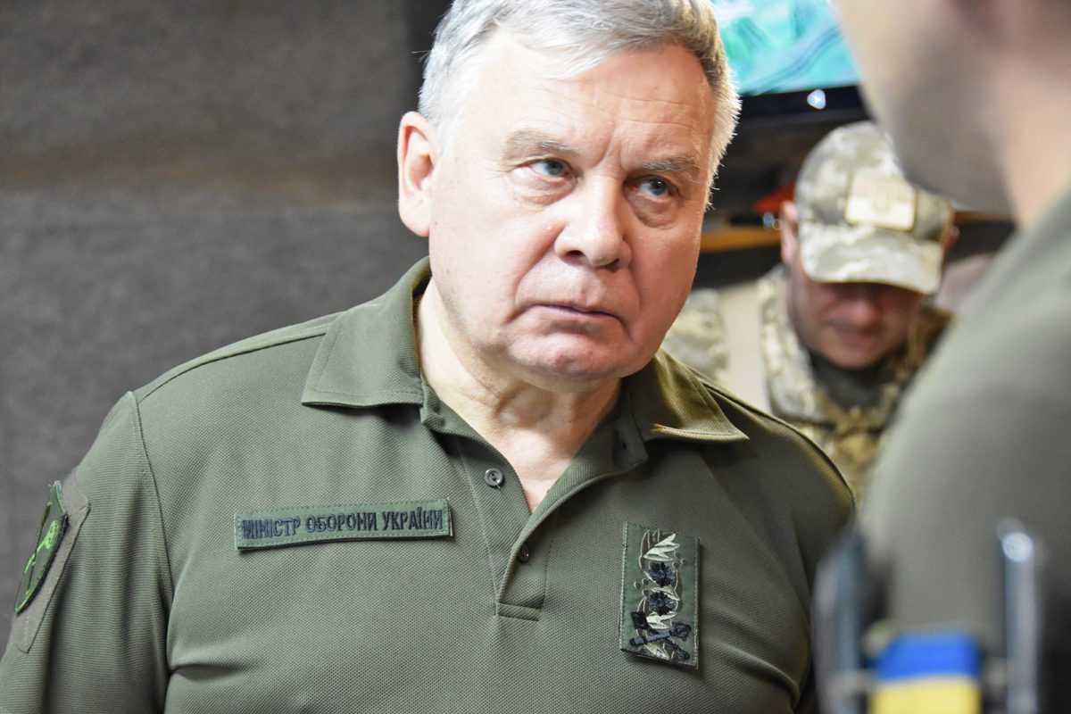 Міністру оборони нарахували 753 171 грн, матеріальна допомога 75 тисяч