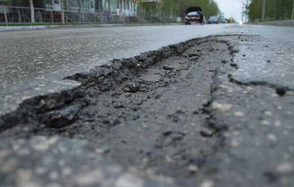 Як крадуть на ремонтах доріг в Україні: схеми і приклади