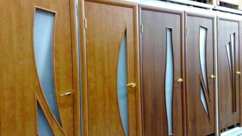 Что лучше шпонированные двери или ламинированные?