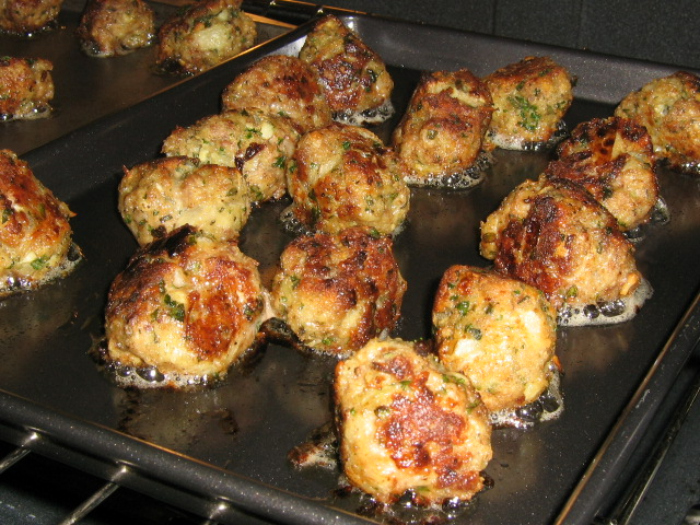 Baking the Meatballs - So Deliecious!!