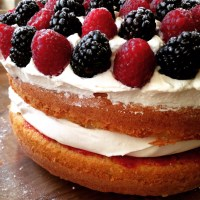 HOW TO: Foolproof Raspberry & Blackberry Victoria Sponge Cake