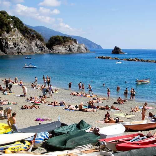 plage-monterosso-al-mare-cinque-terre-italie