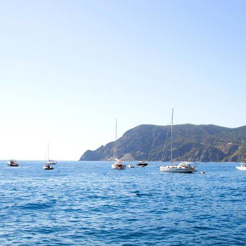 vernazza-cinque-terre-village-bateaux