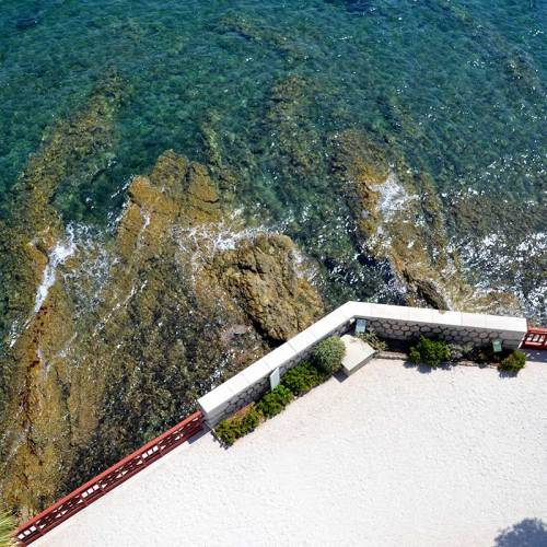 villa-grecque-kerylos-mer-beaulieu
