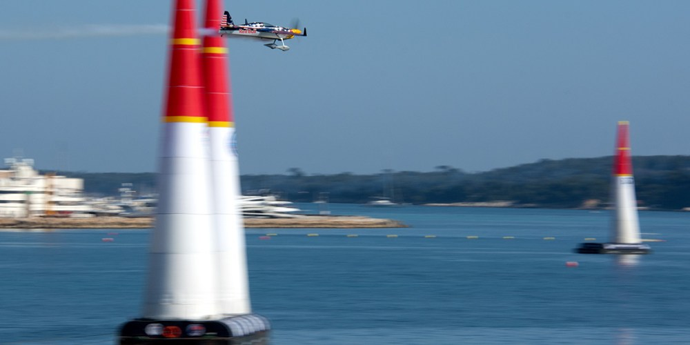 cannes-red-bull-air-race-croisette-cote-dazur-france