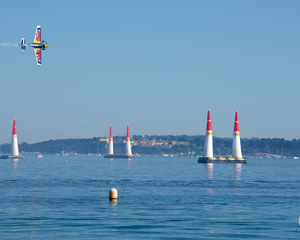 red-bull-air-race-cannes-croisette-iles-de-lerins