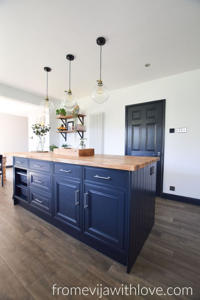 Kitchen Island painted in Farrow and Ball Railings