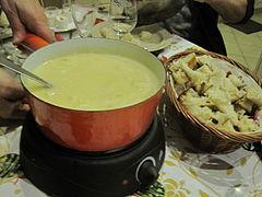 Fondue jurassienne au vin du Jura et au comté.