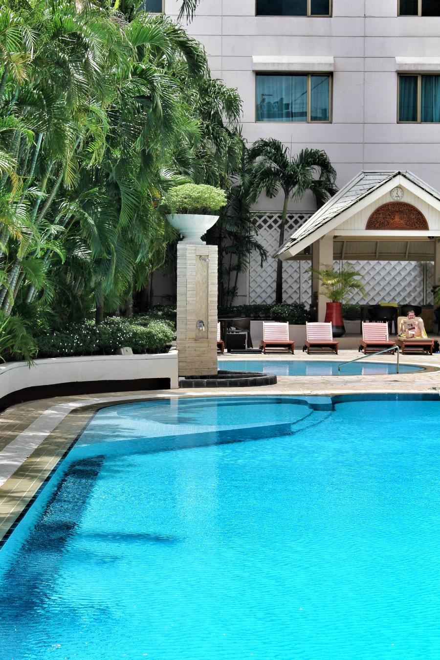 Sule Shangrila yangon swimming pool