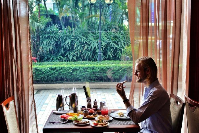 sule shangrila luxury hotel yangon breakfast