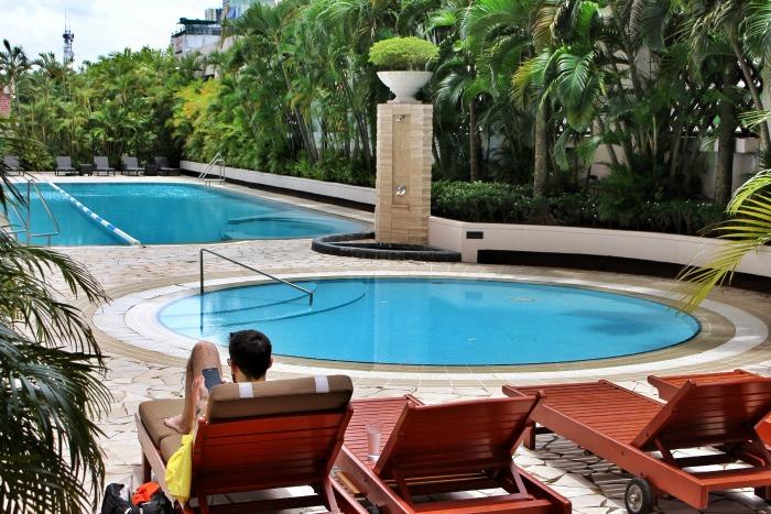 sule shangrila luxury hotel yangon poolarea