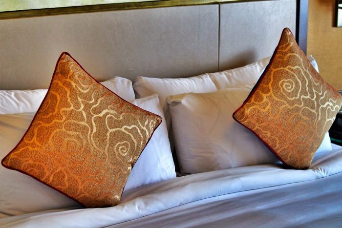 sule shangrila luxury hotel yangon room