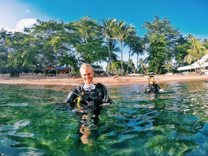 Diving with bongo bongo divers in Dauin Philippines