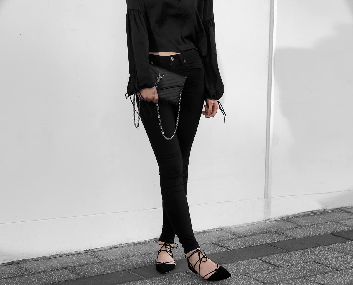 Raye Pepper Flat All Black Outfit