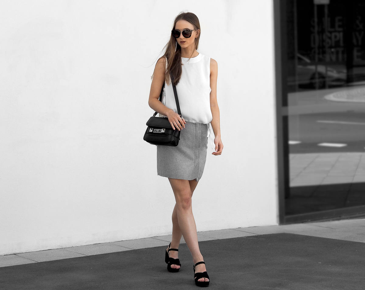 Minimal monochrome outfit fashion blogger