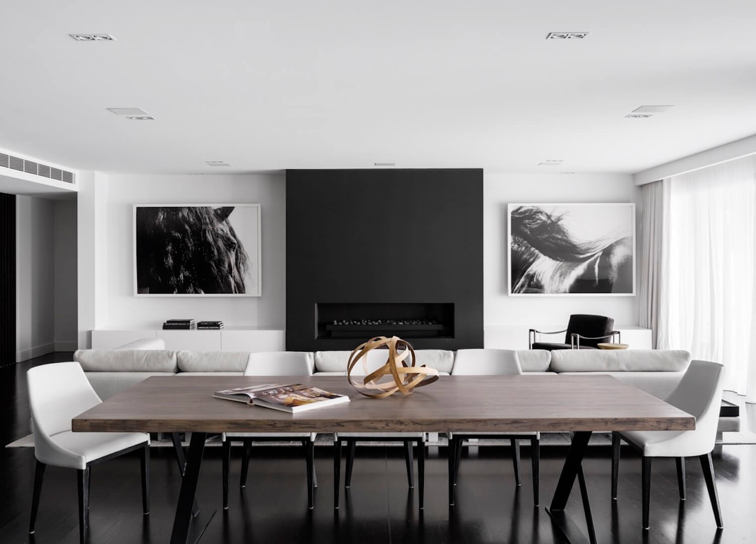 Minimal Interior: Monochrome House