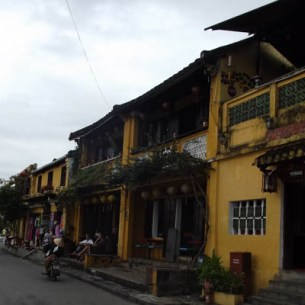 Tour Vietnam for less