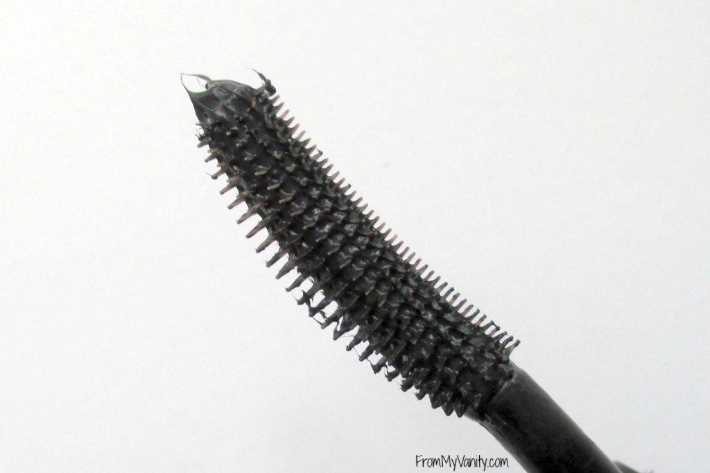 benefit-rollerlash-mascara-bristles