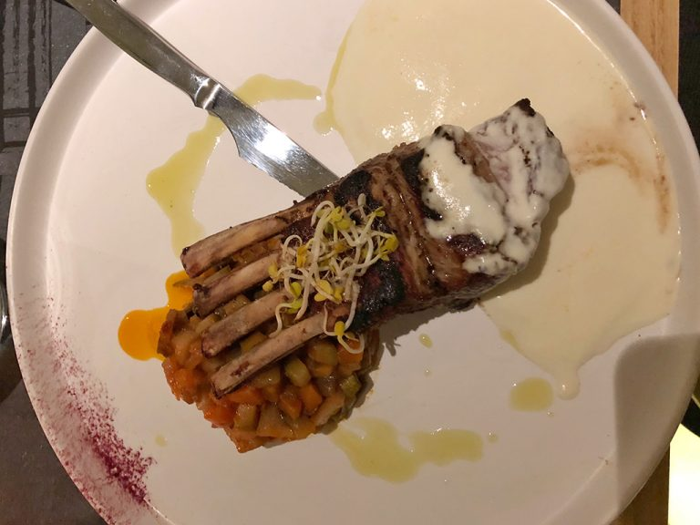 Plat au restaurant Petrosia Oia, Thira Grèce