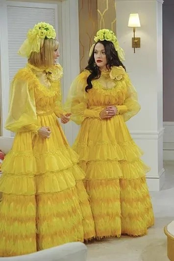 7c25d7eec8 Ugly Yellow Feather dress from 2 Broke Girls  2-broke-girls-Max-Caroline- Bridesmaid-Sophie-Wedding