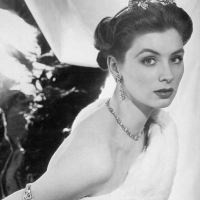 Vintage Photos of Glamorous 1950s Model Suzy Parker