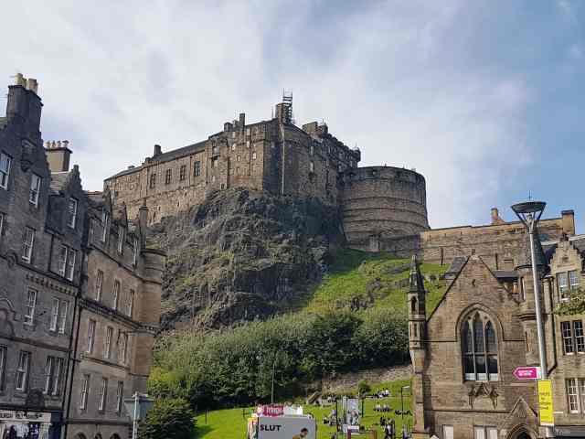 fromthecornertable, streets of edinburgh, from the corner table, edinburgh, scotland, travel blog, edinburgh castle