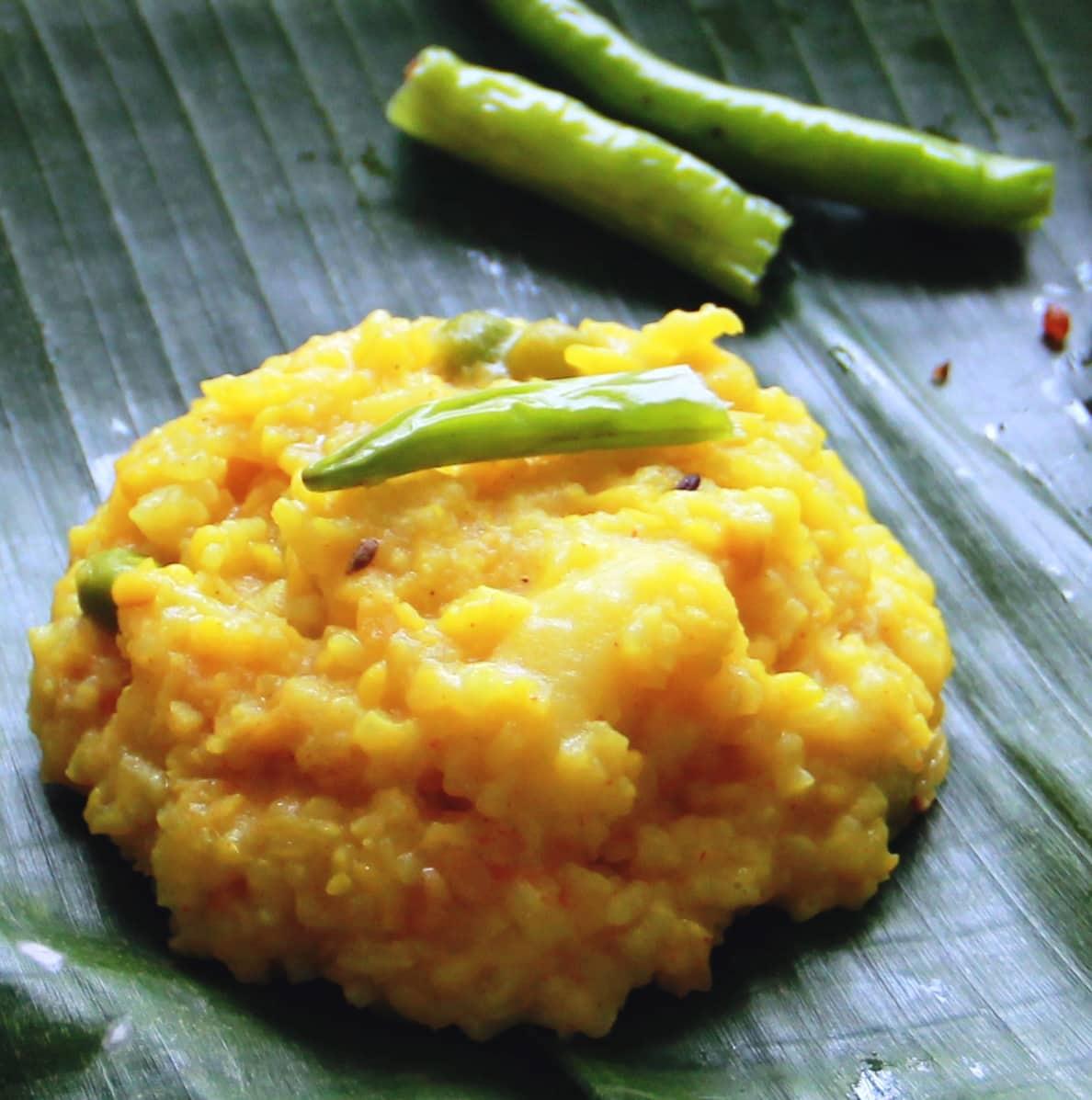 Khichuri, a bengali dish , #fromthecornertable, from the corner table, fromthecornertable, food blog, travel tuck-in talk, recipe, khichdi, bengali food, comfort food, healthy food, homemade, indian food, indian recipes; Photo: Vaibhav Tanna
