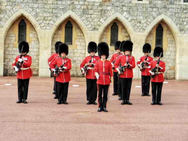 fromthecornertable, travelblog, travelblogger, england, englandcities, englandtowns, englandvillages, english, unitedkingdom, travelengland, travelUK, things-to-see, must-see-england, must-visit-england, windsor, windsorcastle. changeofguard