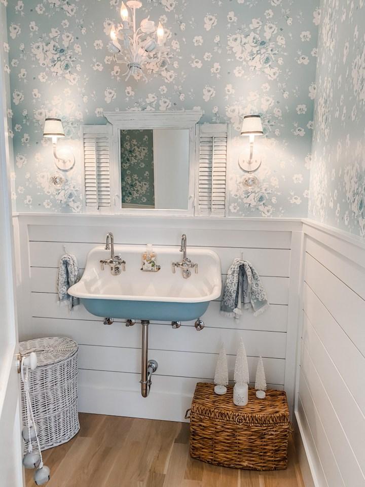 cottage farmhouse style powder room